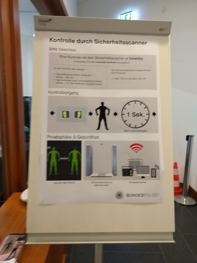 Sign about voluntary naked scanner at German Ministry of the Interior